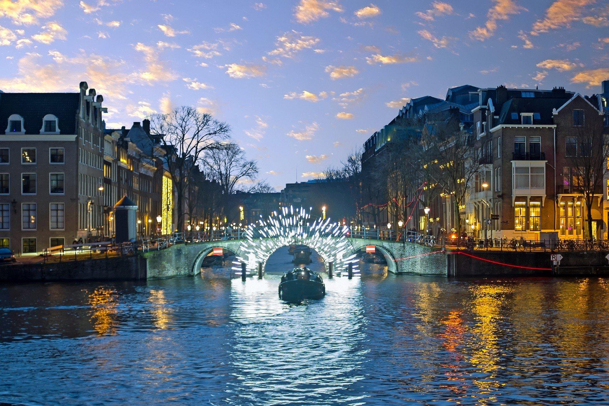 Dagaanbieding - 2 of 3 dagen nabij Amsterdam incl. ticket Amsterdam Light Festival met 75 min. durende luxe rondvaart rederij Nassau dagelijkse koopjes