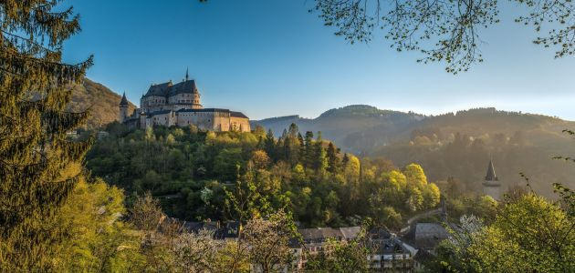 Dagaanbieding: 3 of 4 dagen Esch-Sur-Sûre in Luxemburg incl. ontbijt, fles Crémant en 3-gangendiner