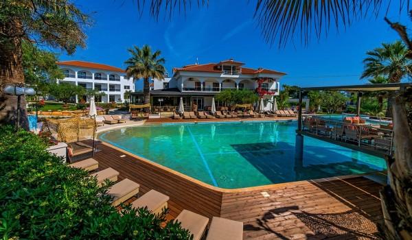 6, 8, 11 of 15 dagen in een luxe 4*-hotel op het Griekse schiereiland Chalkidiki incl. vlucht en tra