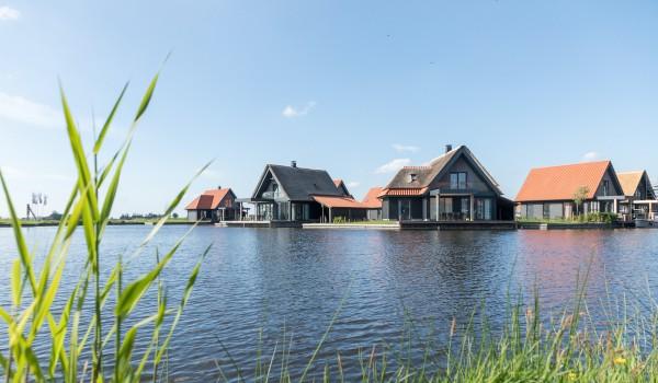 Verblijf een weekend, midweek of week in een vrijstaande villa op het splinternieuwe Roompot Park nabij N.P. de Weerribben