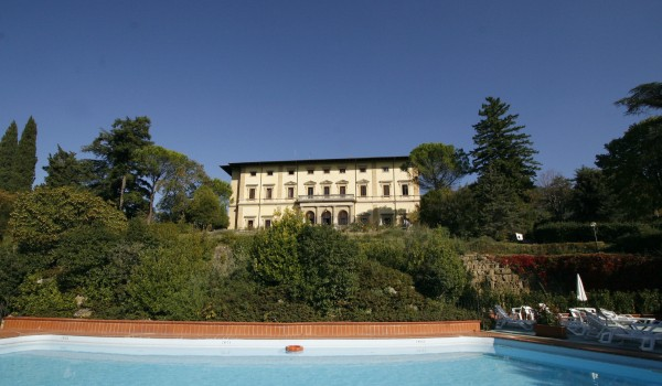 Geniet 4, 6, 8 of 15 dagen in een historisch villa tussen het glooiende Toscaanse landschap nabij Florence incl. ontbijt