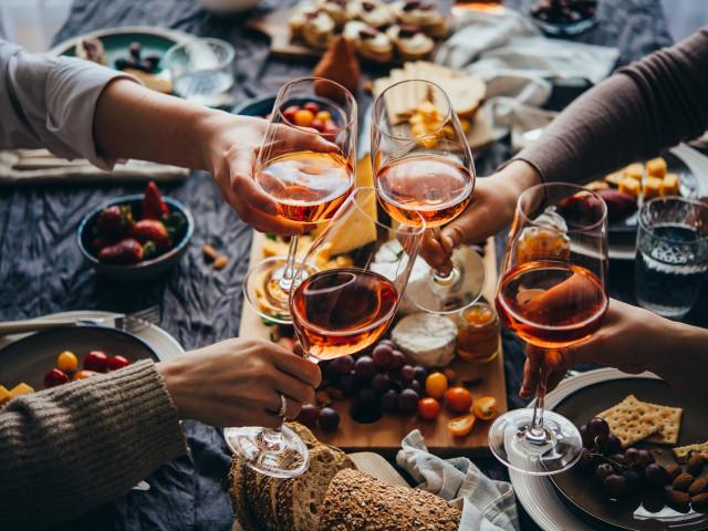 Verblijf in de bossen bij <b>Weerribben Wieden</b> incl. diner en wijnproeverij