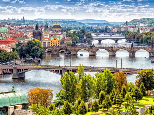 Bewonder het historische <b> Praag </b> incl. vlucht en ontbijt