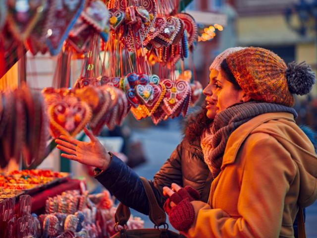 Unieke kerstmarkt in de Gemeentegrot van <b>Valkenburg</b> incl. hotel, diner en meer extra's
