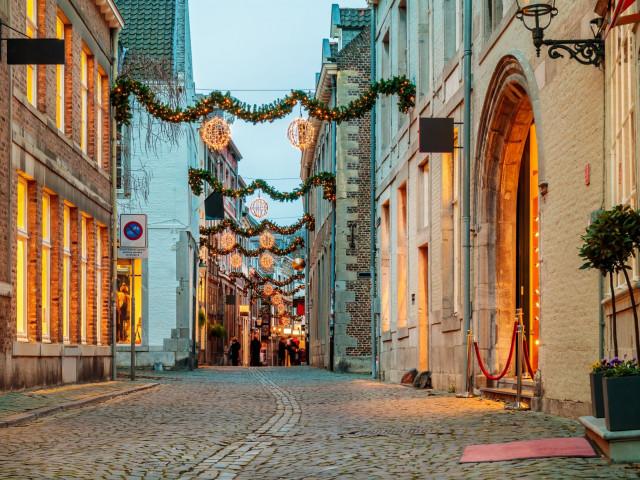 Kersthoppen in kerststad <b>Valkenburg</b> incl. ontbijt